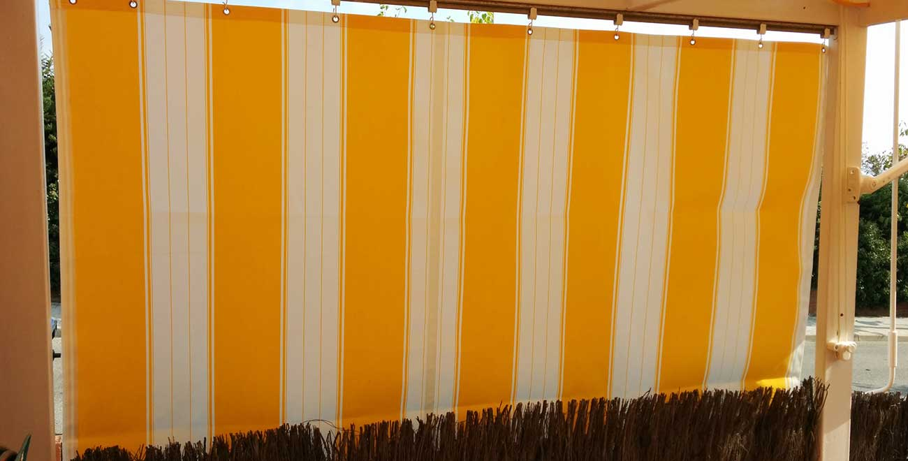 Balcón con toldo de cortina corredera