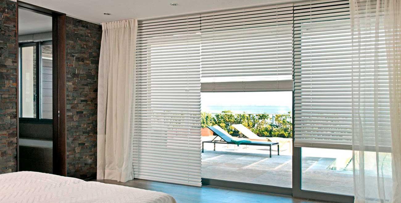 Dormitorio con Cortina Veneciana