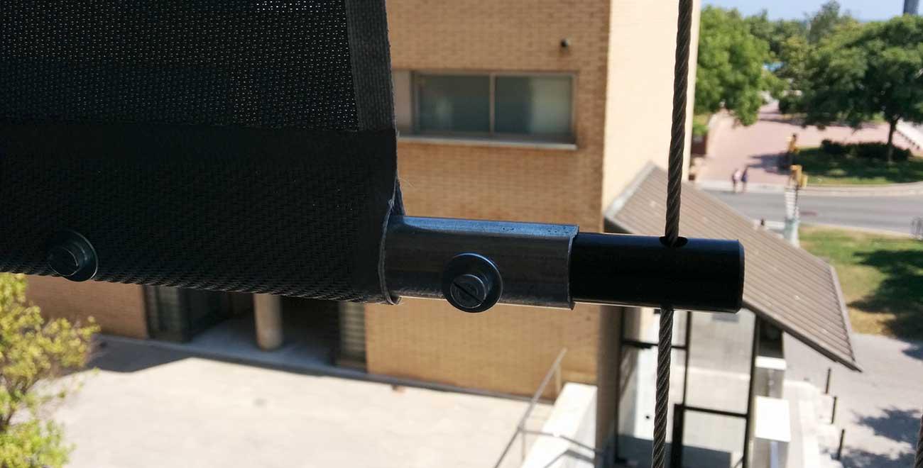 Toldo vertical guiado por cable detalle