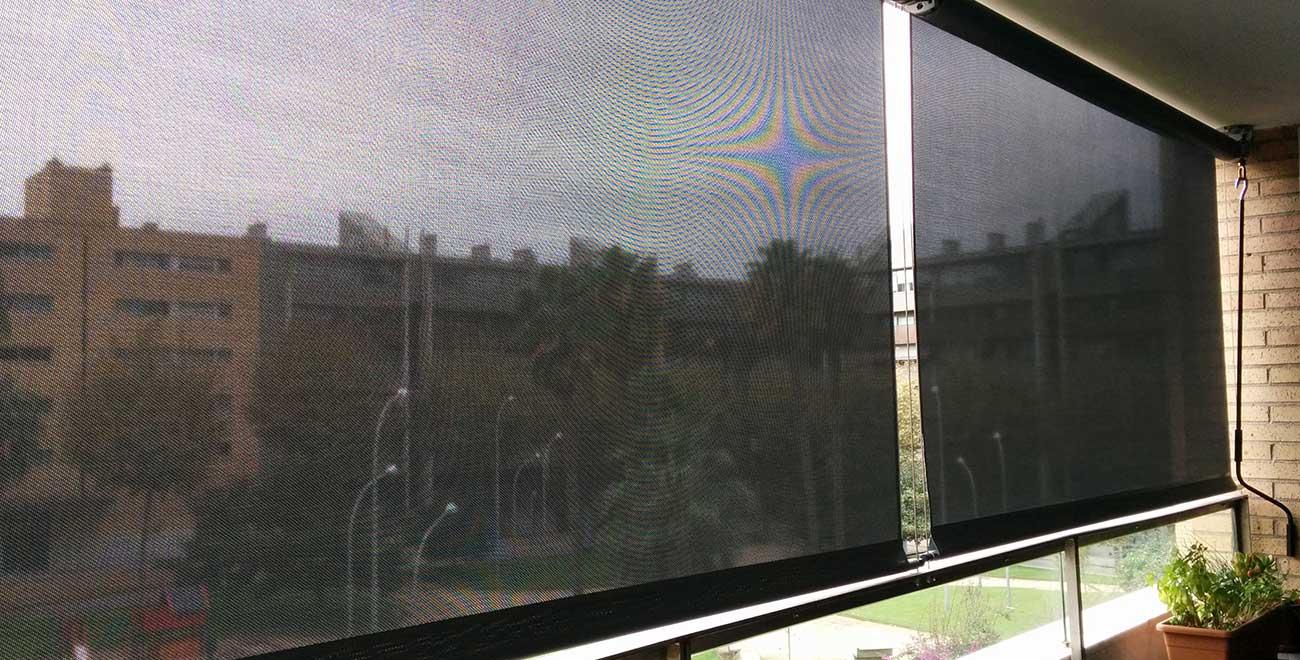 Toldo vertical guiado por cable balcón